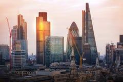 Ciudad de Londres en la puesta del sol Ciudad famosa de los rascacielos del negocio de Londres y de la opinión de la aria de las  Imagen de archivo libre de regalías