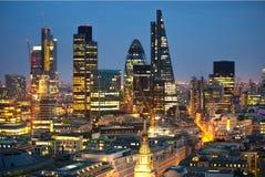 Ciudad de Londres en la puesta del sol Ciudad famosa de los rascacielos del negocio de Londres y de la opinión de la aria de las  Fotos de archivo