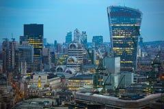 Ciudad de Londres en la puesta del sol Ciudad famosa de los rascacielos del negocio de Londres y de la opinión de la aria de las  Imágenes de archivo libres de regalías