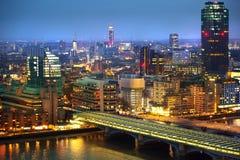 Ciudad de Londres en la puesta del sol Ciudad famosa de los rascacielos del negocio de Londres y de la opinión de la aria de las  Imagen de archivo