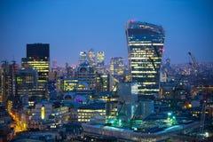 Ciudad de Londres en la puesta del sol Ciudad famosa de los rascacielos del negocio de Londres y de la opinión de la aria de las  Foto de archivo libre de regalías