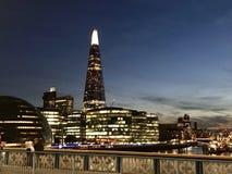 Ciudad de Londres por noche fotografía de archivo libre de regalías