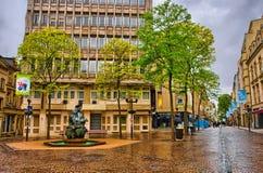 CIUDAD DE LUXEMBURGO, LUXEMBURGO - JUNIO DE 2013: Calle y cuadrado con a Imágenes de archivo libres de regalías