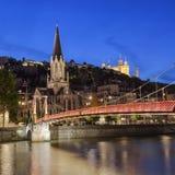 Ciudad de Lyon con el río Saone en la noche Fotografía de archivo
