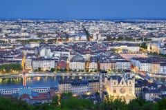 Ciudad de Lyon por noche fotografía de archivo