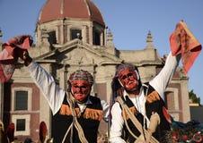 Ciudad de México, México 12 de diciembre de 2017: Los peregrinos celebran las festividades en la basílica de Guadalupe Imagen de archivo