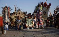 Ciudad de México, México 12 de diciembre de 2017: Los peregrinos celebran las festividades en la basílica de Guadalupe Fotografía de archivo