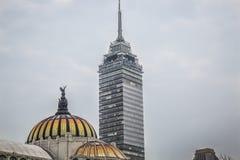 CIUDAD DE MEXICO - MEXICO: NOVEMBER, 2016: Weergeven van Torre-lationamericana en Palacio DE Bellas artes stock fotografie