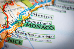 Ciudad de Mónaco en un mapa de camino Imagen de archivo libre de regalías