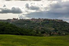 Ciudad de Montalcino en Toscana en Italia Foto de archivo