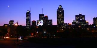 Ciudad de Montreal por noche imagenes de archivo