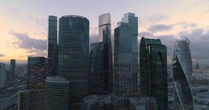 Ciudad de Moscú del centro de negocios Aéreo, el dron tira almacen de metraje de vídeo