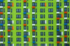 Ciudad de Moscú de la textura de las ventanas de la casa verde imagenes de archivo