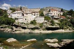 Ciudad de Mostar vista del río Neretva Imágenes de archivo libres de regalías