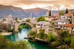 Ciudad de Mostar y del río de Neretva imagen de archivo libre de regalías