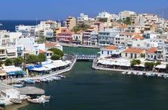 Ciudad de Nicolás de los agios en Crete, Grecia imagen de archivo