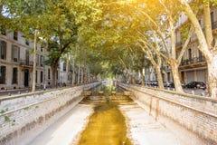 Ciudad de Nimes en Francia meridional Fotografía de archivo