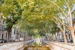 Ciudad de Nimes en Francia meridional Fotografía de archivo libre de regalías