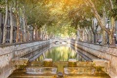 Ciudad de Nimes en Francia meridional Fotos de archivo libres de regalías