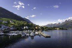Ciudad de Noruega cerca de los fiordos Fotos de archivo