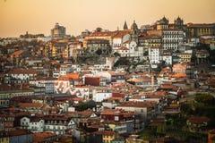 Ciudad de Oporto en la puesta del sol fotos de archivo libres de regalías