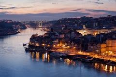 Ciudad de Oporto en Portugal en la oscuridad Imagenes de archivo