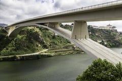 Ciudad de Oporto de puentes imagenes de archivo