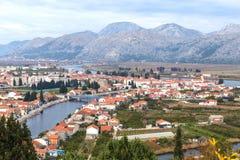 Ciudad de Opuzen, Croacia Fotos de archivo libres de regalías