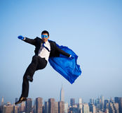 Ciudad de Over New York del hombre de negocios del super héroe Fotografía de archivo libre de regalías