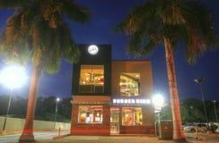 CIUDAD DE PANAMÁ, PANAMÁ 9 DE MARZO: Nuevo edificio de Burger King en alta c Imagen de archivo libre de regalías