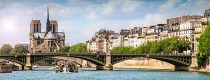 Ciudad de París del Sena imagen de archivo
