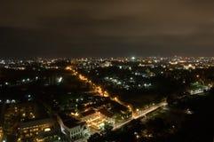 Ciudad de Pataya en la noche Fotos de archivo libres de regalías