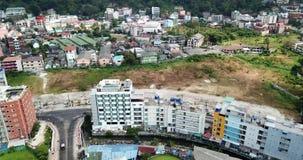 Ciudad de Patong en la playa Tiroteo del aire, del abejón almacen de video