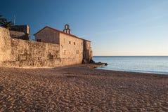 Ciudad de piedra antigua por el mar Foto de archivo libre de regalías