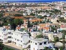 Ciudad de Protaras en un día caliente el cielo azul Chipre Imagen de archivo libre de regalías