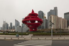 Ciudad de Qingdao, paisaje cuadrado de la estatua de mayo cuarto - imagen imágenes de archivo libres de regalías