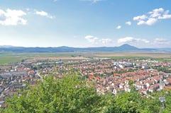 Ciudad de Rasnov vista de la fortaleza Foto de archivo libre de regalías