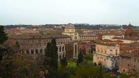 Ciudad de Roma con el teatro antiguo de Marcelo almacen de metraje de vídeo