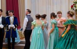 Ciudad de Ryazan, el 22 de enero de 2017, general assambly Muchacha y hombre hermosos en vestido antiguo Fotografía de archivo libre de regalías