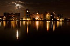 Ciudad de Sarasota en el claro de luna Fotos de archivo libres de regalías