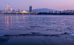 Ciudad de Seul y horizonte céntrico en Seul, Corea del Sur Foto de archivo libre de regalías