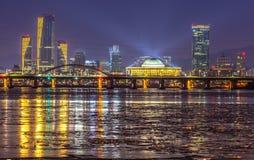 Ciudad de Seul y horizonte céntrico en Seul, Corea del Sur Imagen de archivo libre de regalías