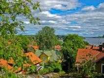 Ciudad de Sigtuna con el lago Malär imagenes de archivo