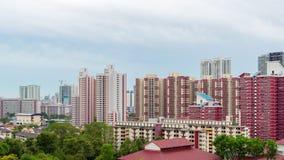 Ciudad de Singapur con los rascacielos y los apartamentos tradicionales, tarde de la casa de Singapur almacen de metraje de vídeo