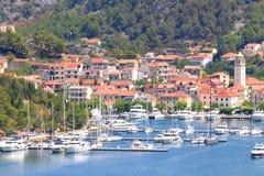Ciudad de Skradin en el río de Krka, Dalmacia, Croacia imagen de archivo libre de regalías
