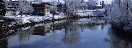 Ciudad de Snohomish en el río Foto de archivo