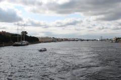 Ciudad de St Petersburg Rusia Paisajes de la parte histórica y de las calles centrales Imagen de archivo libre de regalías