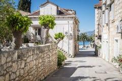 Ciudad de Supetar, isla de Brac, Croacia imagen de archivo