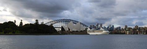 Ciudad de Sydney por mañana del verano Imagenes de archivo