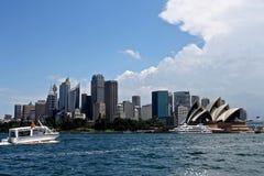 Ciudad de Sydney por mañana del verano Foto de archivo libre de regalías